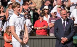 Kevin Anderson, South African player, holding his plate on centre court as runner up in the Wimbledon mens finals. Wimbledon Lawn Tennis Championships, London stock photos