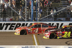Kevin Harvick bije Jeff Gordon obrazy stock