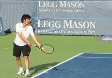 Kevin Kim: Favorable servicio del jugador de tenis Imagen de archivo