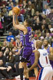 Kevin Martin Shoots The Ball royalty-vrije stock afbeelding