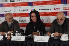 Kevin Sim, Gulbara Tolomushova στην Τύπος-διάσκεψη στοκ εικόνες