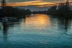 Kew mostu rzeka przy zmierzchem obrazy royalty free