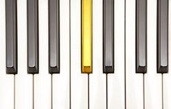 key piano för guld Fotografering för Bildbyråer