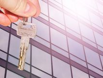 The key to the apartment in the background of the facade of the house . He concept of sales in the real estate market Stock Photo