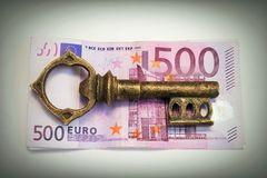 Key to money Royalty Free Stock Photos