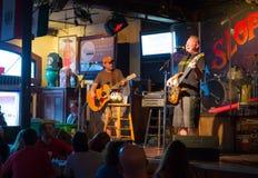 Het spelen van de band bij Onzorgvuldige Bar Joes Stock Fotografie