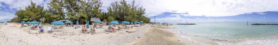 KEY WEST, FL - EM FEVEREIRO DE 2016: Os turistas apreciam a praia do parque Wes chave Imagem de Stock