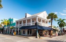 KEY WEST FL, LUTY, - 21, 2016: Miasto ulicy na pięknym su Obrazy Stock