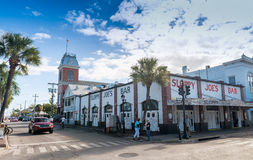 KEY WEST FL, LUTY, - 21, 2016: Miasto ulicy na pięknym su Obraz Royalty Free