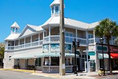 KEY WEST, FLORIDA DE V.S. - 13 APRIL, 2015: De het historische en populaire centrum en Duval-Straat in Key West van de binnenstad Royalty-vrije Stock Afbeelding