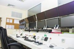 Keyboad y ratón en sala de ordenadores de control de consola foto de archivo libre de regalías