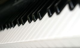 Keyboard. Black and white piano keyboard from an angle Royalty Free Stock Photos