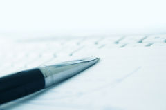 Keyboard and notepaper with pen Royalty Free Stock Photography