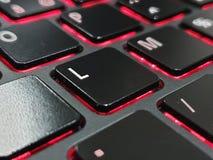 Keyboard. Zoom sur la lettre L d& x27;un clavier de PC portable gamer. Touche noire, rétro éclairage rouge, lettre blanche royalty free stock photo