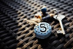 Keychain autentico con il simbolo di numero di stanza Immagini Stock