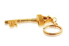 Keychain dorato su bianco con il percorso di residuo della potatura meccanica immagini stock