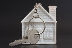 Keychain in the form of home and the key Royalty Free Stock Photos