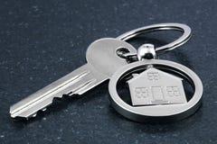 Keychain-Zahl des Hauses und des Schlüssels Lizenzfreies Stockfoto