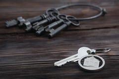 Keychain-Zahl des Hauses und des Schlüssels Lizenzfreie Stockbilder