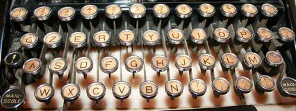 keys den gammala skrivmaskinen Arkivfoton