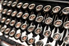 keys den gammala skrivmaskinen Arkivfoto