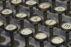 keys den gammala skrivmaskinen Arkivbild