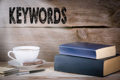 keywords Pilha de livros na mesa de madeira fotografia de stock