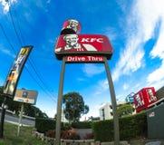 KFC 24 azionamenti di ora attraverso il segno Fotografie Stock Libere da Diritti