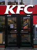 KFC-embleem voor een snel voedselrestaurant in Praag stock fotografie