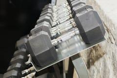 15KG在健身房堆积的钢重量 免版税库存照片
