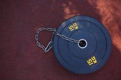 15 kg Hulpmiddelen voor oefeningen met ketting op rood royalty-vrije stock afbeelding