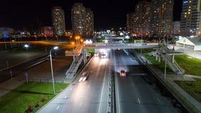 Khabarovsk, Rússia - 10 de outubro de 2017: Opinião da noite de Khabarovsk da arena de Erofey do distrito da cidade Fotografia de Stock