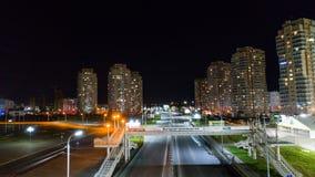 Khabarovsk, Rússia - 10 de outubro de 2017: Opinião da noite de Khabarovsk da arena de Erofey do distrito da cidade Fotografia de Stock Royalty Free