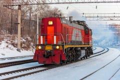 KHABAROVSK ROSJA, STYCZEŃ, - 06, 2017: Czerwony silnika diesla shuntin Zdjęcie Stock