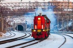 KHABAROVSK ROSJA, STYCZEŃ, - 06, 2017: Czerwony silnika diesla shuntin Fotografia Stock