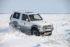 KHABAROVSK ROSJA, STYCZEŃ, - 28, 2017: Mitsubishi Pajero jazda Obraz Stock