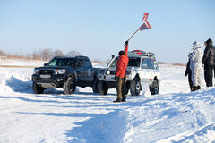KHABAROVSK, RUSLAND - JANUARI 31, 2015: Begin van van de wegwinter stock foto's