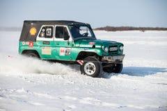 KHABAROVSK, RUSSIE - 28 JANVIER 2017 : UAZ 469 montant sur la neige Photographie stock libre de droits