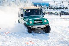 KHABAROVSK, RUSSIE - 28 JANVIER 2017 : UAZ 469 montant sur la neige Images stock