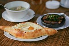 Khachapuri традиционного грузинского †блюда « Стоковая Фотография