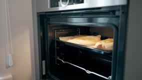 Khachapuri que cocina en el horno culinario, cocinando, concepto 4K de la receta almacen de video