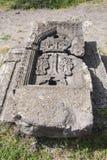Khachkar é uma pedra antiga, uma pedra transversal São ficados situados no território do monastério de Tatev arménia Foto de Stock Royalty Free