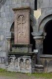 Khachkar (kamienny krzyż) przy średniowiecznym chrześcijanina Sanahin monasterem Fotografia Stock