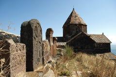 Khachkar viejo (cruz) en el monasterio o el Sevanavank (iglesia) de la isla en la isla de Sevan, Armenia Foto de archivo