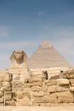 Khafre狮身人面象和金字塔  免版税库存照片