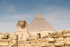 Khafre狮身人面象和金字塔  免版税库存图片