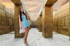 Khafre谷寺庙的古老埃及妇女  免版税库存照片