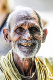 Khajuraho, Índia, o 17 de setembro de 2010: Smilin indiano velho da cara do homem Foto de Stock Royalty Free