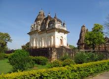 Khajuraho świątyni grupa zabytki w India z erotykiem rzeźbi na ścianie Fotografia Stock