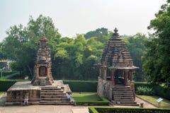 KHAJURAHO INDIEN - NOVEMBER 10, 2017: Sikt av forntida relikskrin i Khajuraho Royaltyfri Fotografi